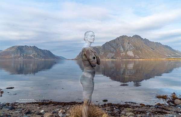 Модель Body Art исчезает в захватывающих дух арктических ландшафтах